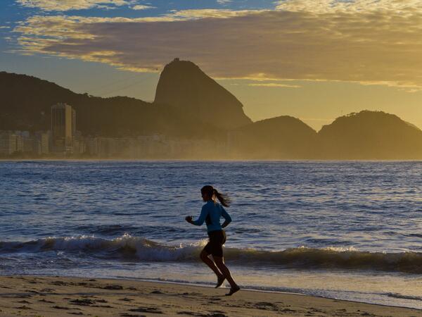 Manhã ensolarada no inverno de Copacabana