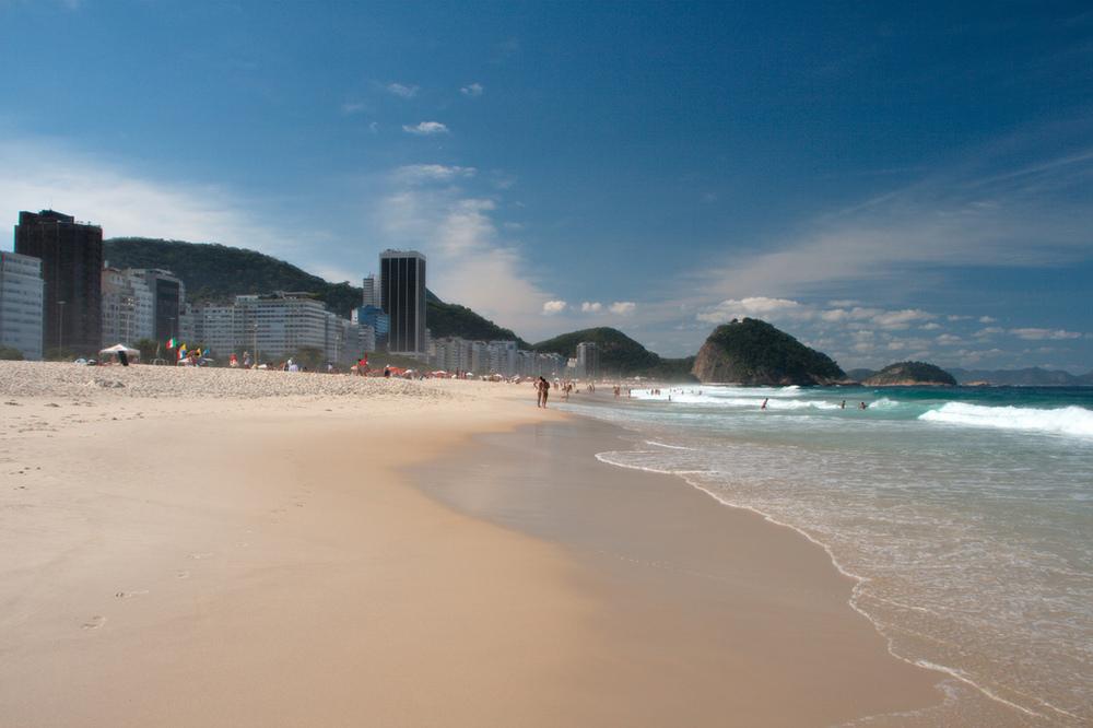 Praia de Copacabana no inverno carioca