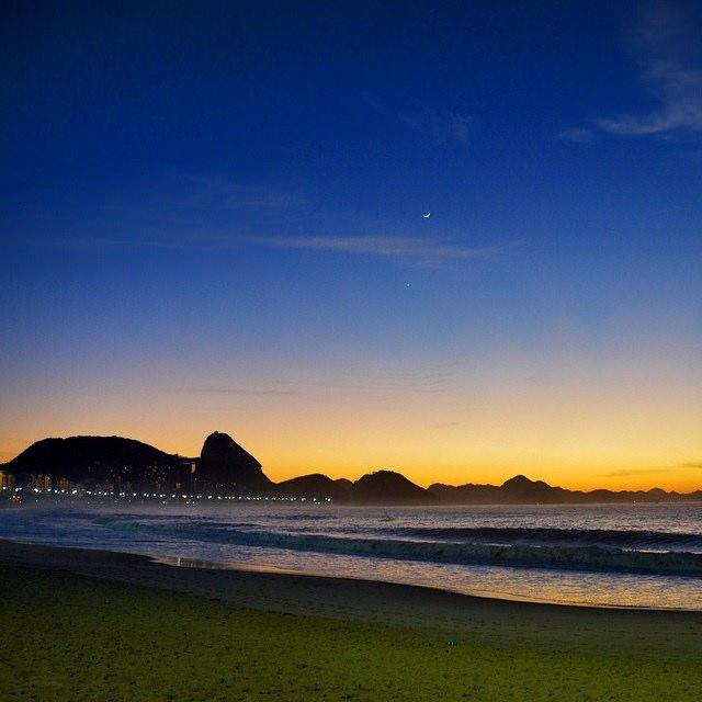 Amanhecer em Copacabana no inverno carioca