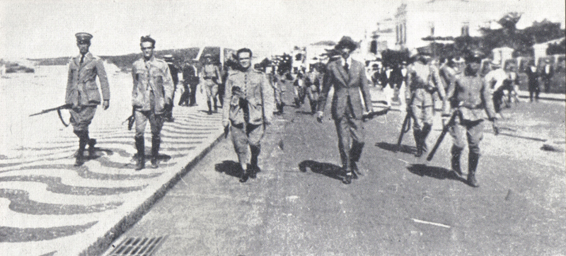 Os 18 do Forte marcham pela Avenida Atlântica no 05 de julho de 1922