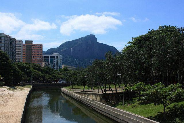 Praça Paul Claudel fica no Jardim de Alah em Ipanema, Rio de Janeiro