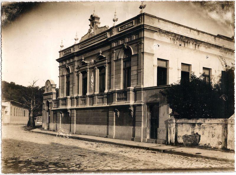 Residência do pinto Antônio Parreiras na Rua Tiradentes, 47, em Niterói