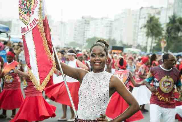 Porta Bandeira da Alegria da Zona Sul em Copacabana