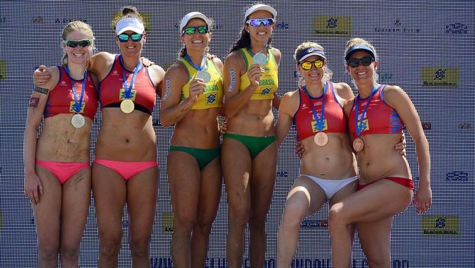 Pódio feminino - Desafio Melhores do Mundo - Brasil x EUA - Volei de Praia