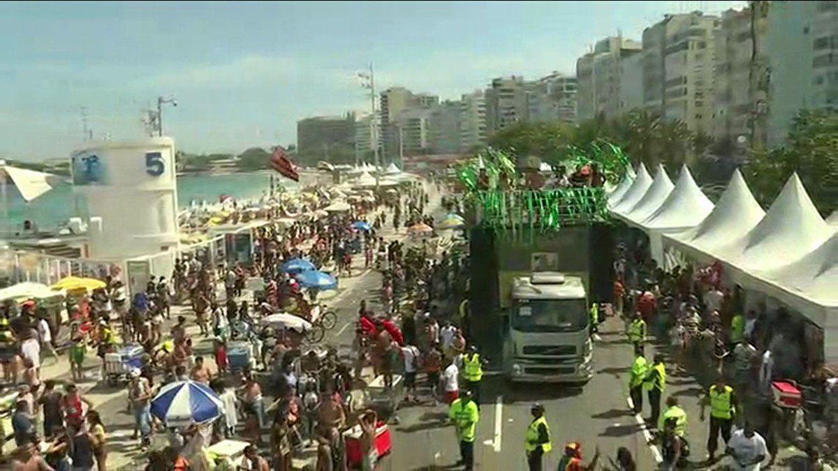 na 21ª Parada do Orgulho LGBT Rio em Copacabana