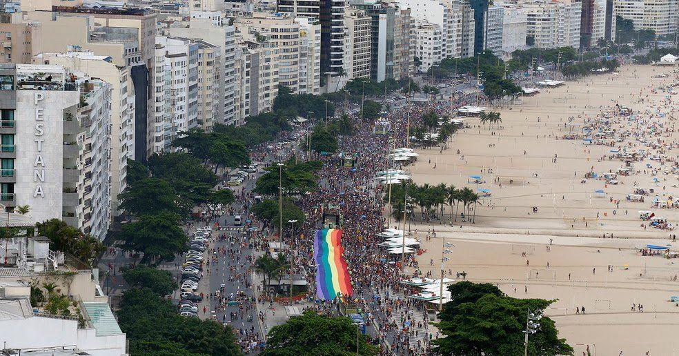 Parada do Orgulho LGBT 2016 Rio em Copacabana