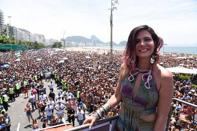 Multidão na Praia de Copacabana no Bloco da Favorita