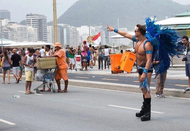 Tradicional fantasia da Prada Gay de Copacabana