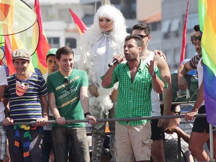 Leticia Spiller na Parada do orgulho Gay em Copacabana