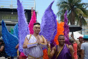 21ª Parada do Orgulho LGBT Rio em Copacabana