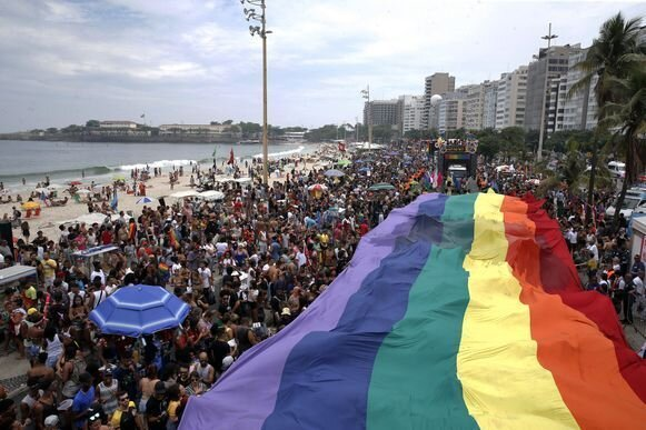 parada-gay-2017-bandeira-colorida.jpg