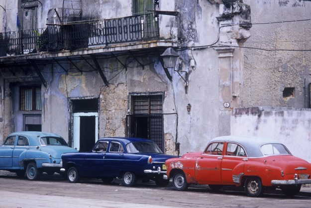 havana cuba blue and red cars