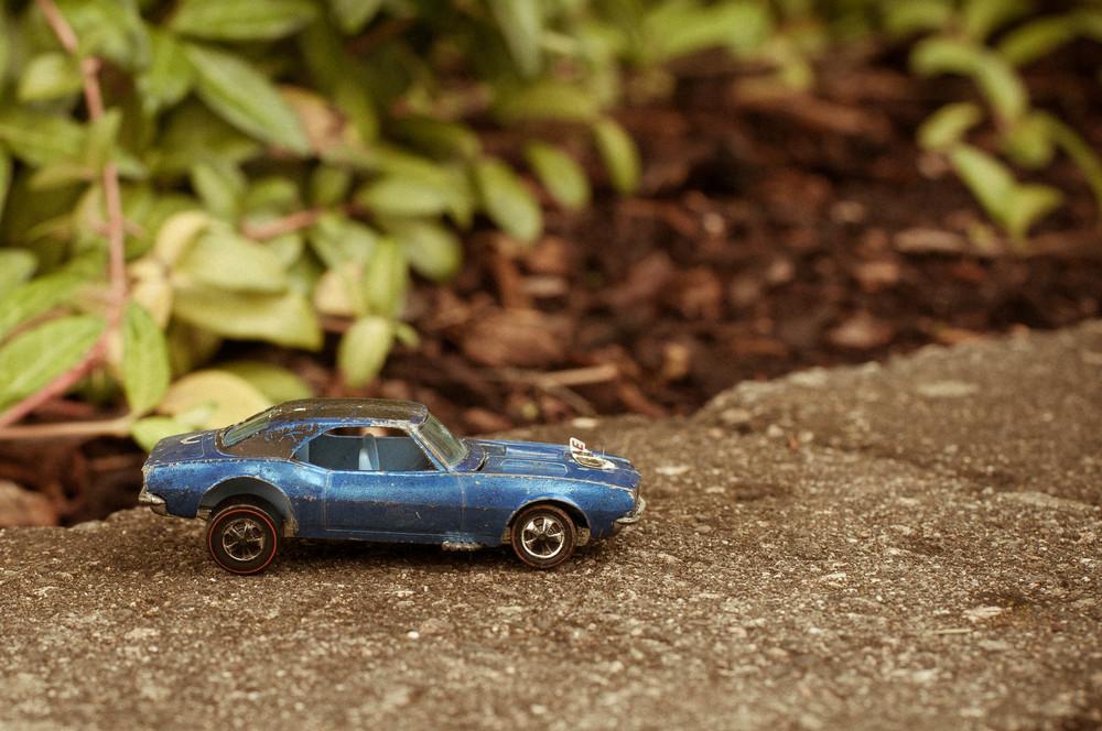 dinkie toy dinky small foliophoto blue GT car