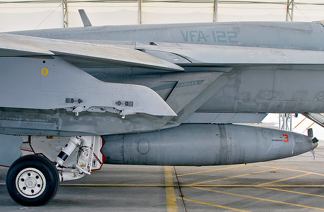 Buddy Pod seen here mounted on an US Navy F/A-18 Super Hornet   Photo ©US Navy