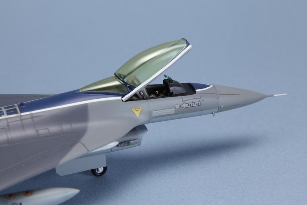 1-72 F-16XL © www.modern-hobbies.com 11.jpg
