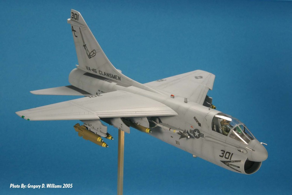 www.modern-hobbies.com-displaying models-1-72nd scale jets-model display stands-in flight models-wheels down display-dioramas-model photography-A-7E-US Navy.jpg