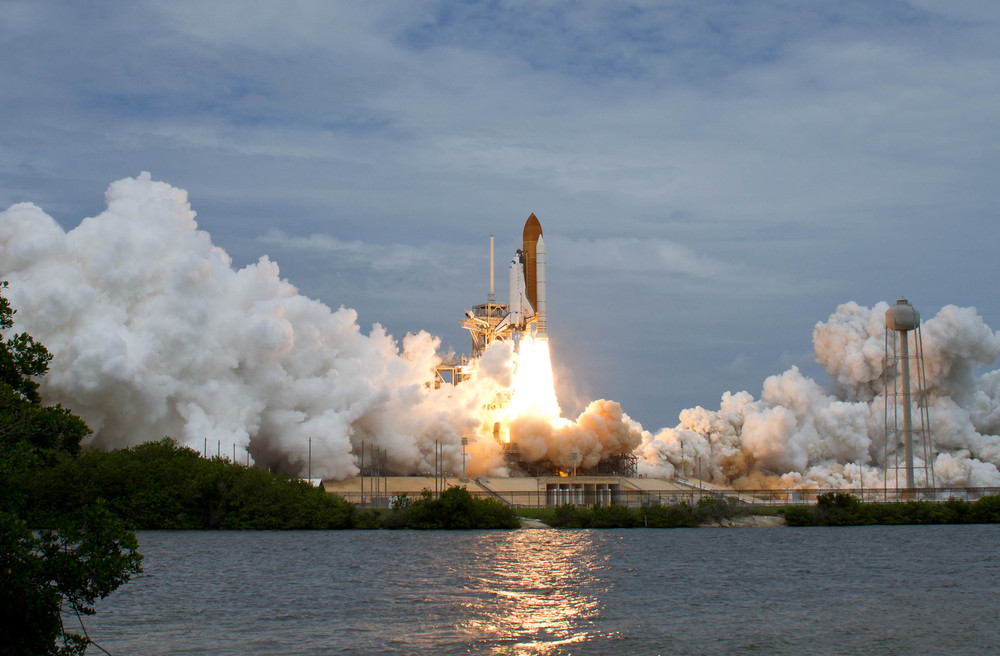 launchpad liftoff shuttle nasa takeoff.jpg
