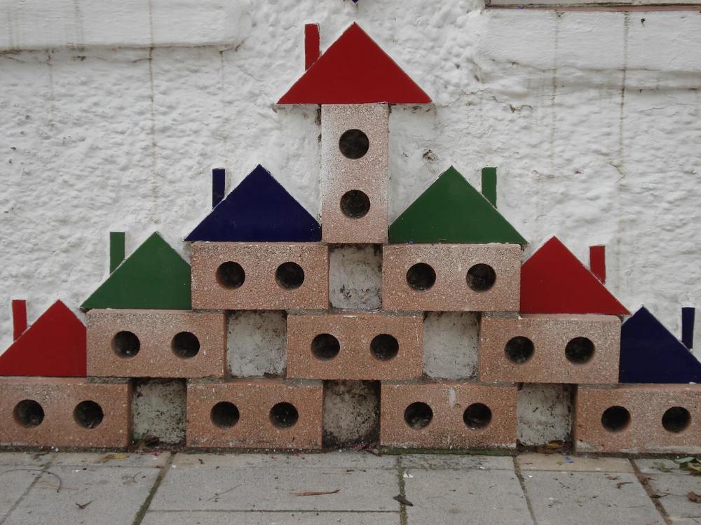 Block houses pyramid.jpg