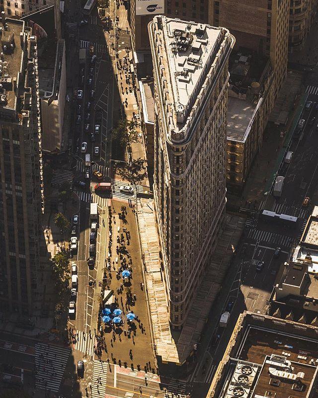 🏙Flatiron. DeepShadows. #flatironbuilding #nyc #flynyon #🚁📸