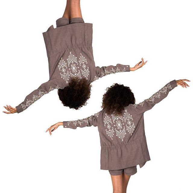Dance around it's Saturday! and the pop up is only 6 days away!! ✨✨✨ #filipinnaxava  Thurs 15th at @lanai_manila ✨ @inadominicaslayy 📸 @avapessinaphoto ⛓ @nlagdameo 👄 @renangbautista