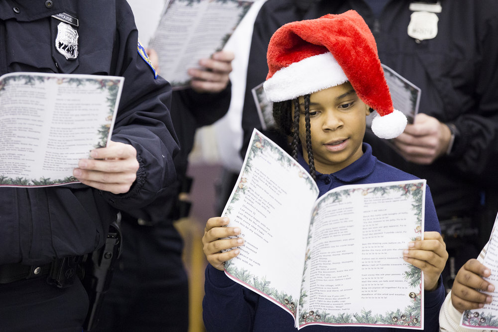 2018 12 07-r wisniewski-Jacqueline Tyler-39th police district hunting park-christmas caroling for cops.JPG