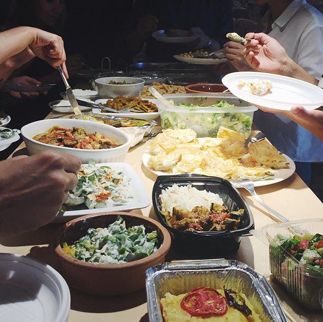 """Ağustos Challenge'ımız: """"Homemade Lunch Everyday""""! ATÖLYE üyeleri Challenge'ın açılışını Potluck Öğle yemeği ile yaptı. // August Challenge: """"Homemade Lunch Everyday""""! ATÖLYE members have started the Challenge with an awesome Potluck Lunch.  #ATÖLYE #ATÖLYECommunity #ATÖLYEChallenge #Potluck"""
