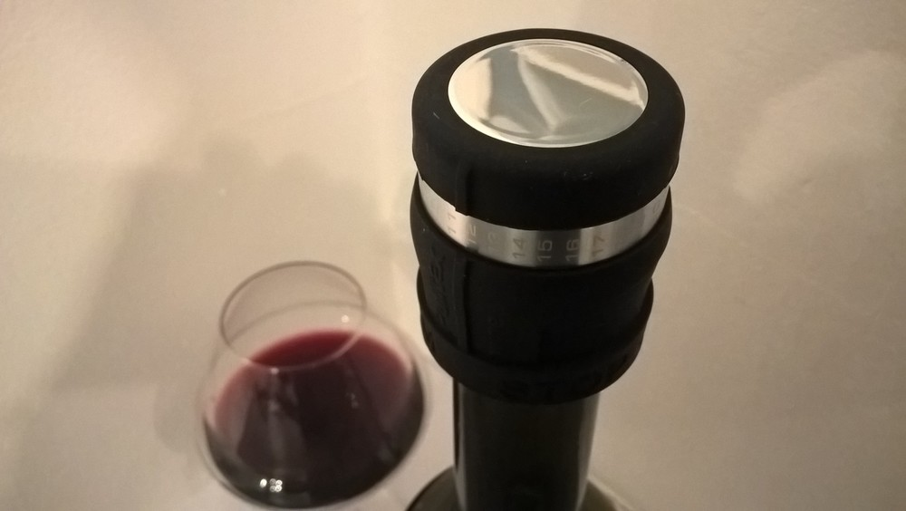 The AntiOx Stopper from top Spanish wine accessories manufacturer Pulltex slows down the oxidation of wine