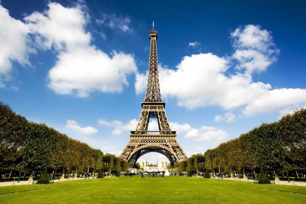Eiffel-Tower2.jpg
