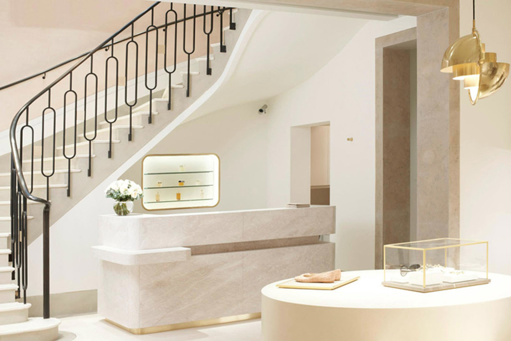 chloe_stairs.jpg