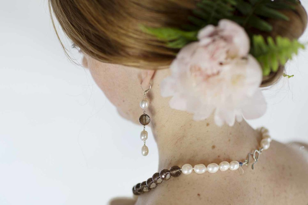 kari herer-119 copy_smokey_quartz_large_pearl_bridal_necklace.jpg