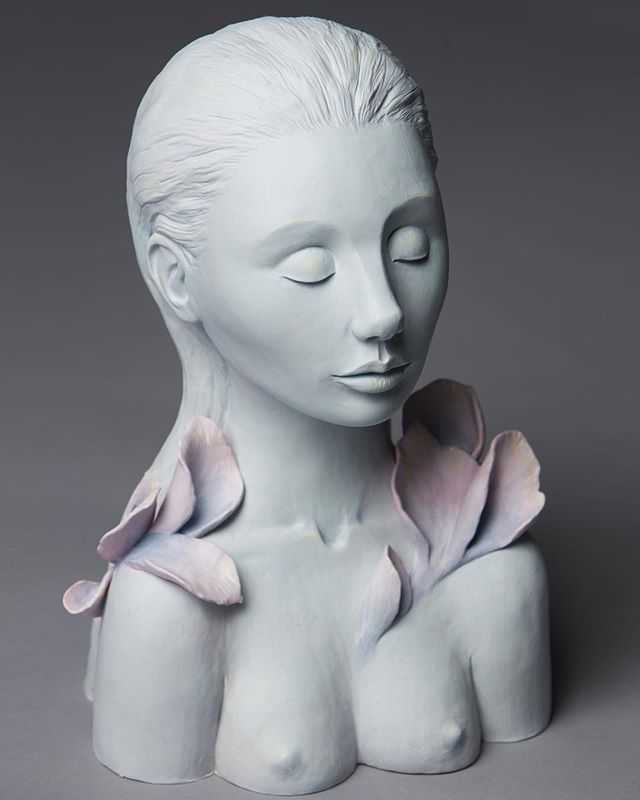 Becoming . . . #art #sculpture #flowers #artwork #pedrojardim #pedrojardimart #ceramics #ceramicsculpture #newcontemporaryart #lowbrow #popsurrealism