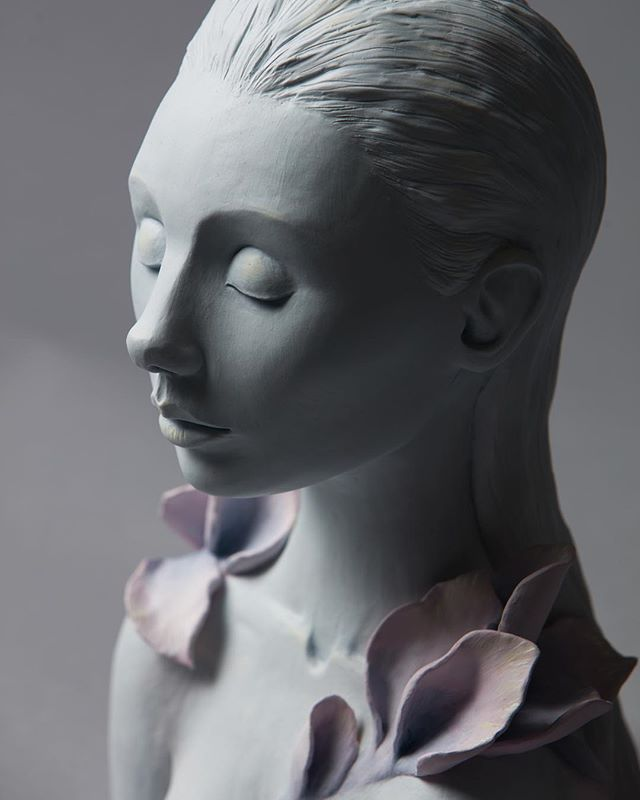 "Detail shot of ""Becoming"" . . . #porcelain #brazilianart #csc #ceramic #sculpture #art #artwork #artistic #newartwork #contemporaryart #instaart #newcontemporary #popsurrealism #lowbrow"