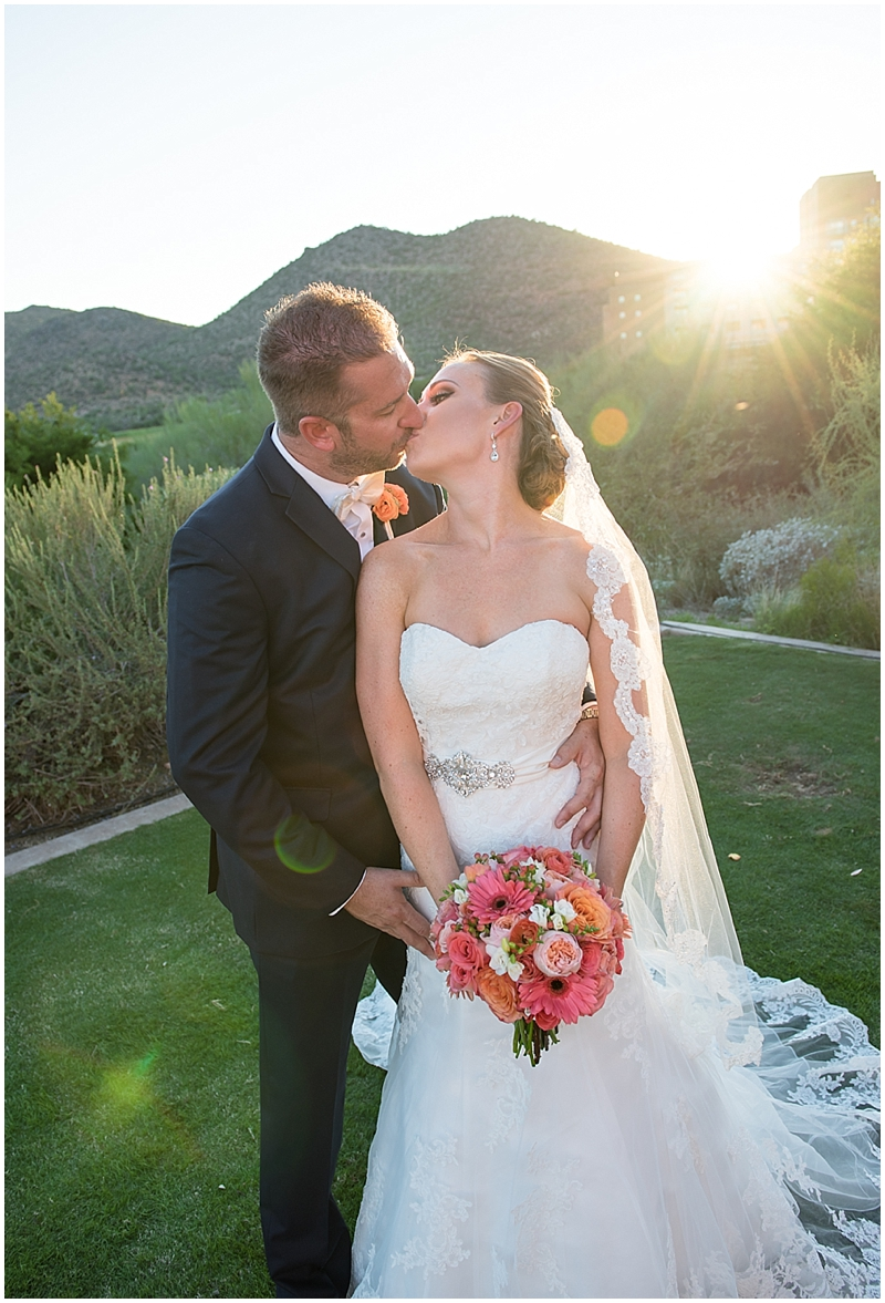 Tucson-wedding-photographer-bride-goom-kiss
