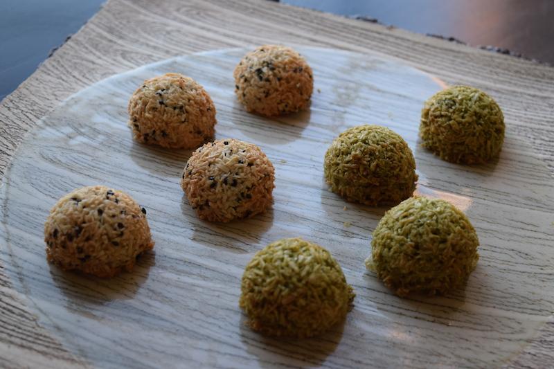 black sesame macaroons and matcha macaroons