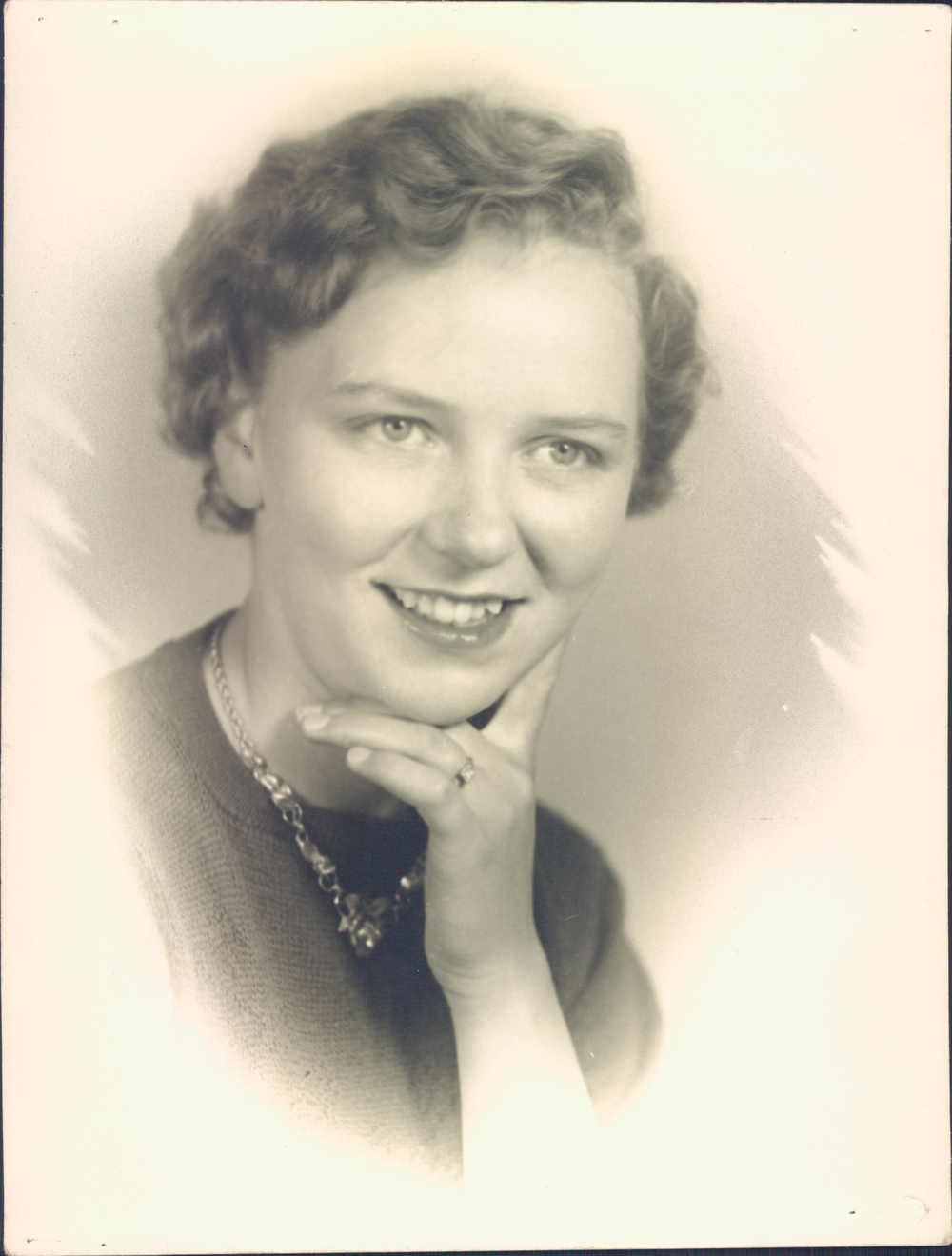 1951 Nellie 17 years old.jpg
