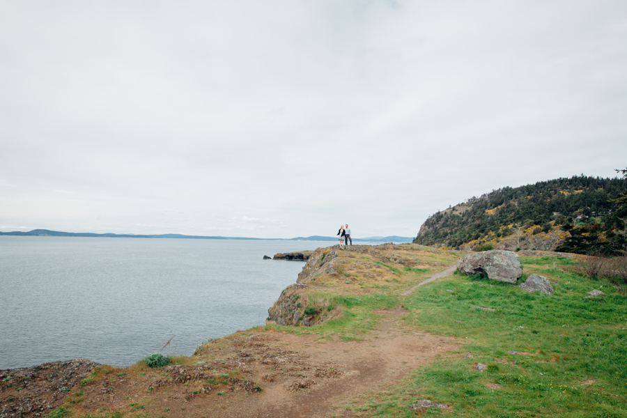036-deception-pass-state-park-engagement-session.jpg
