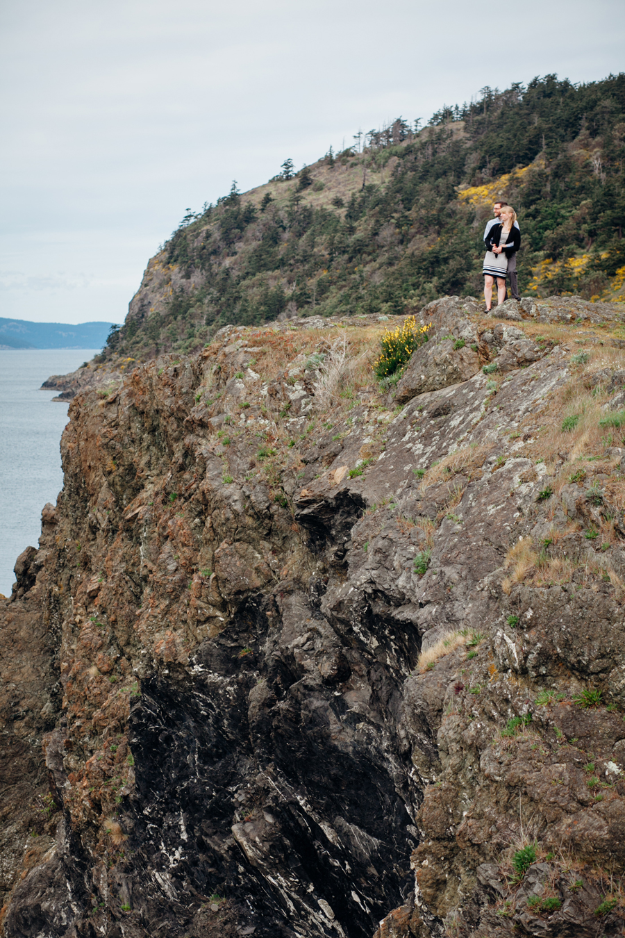 035-deception-pass-state-park-engagement-session.jpg