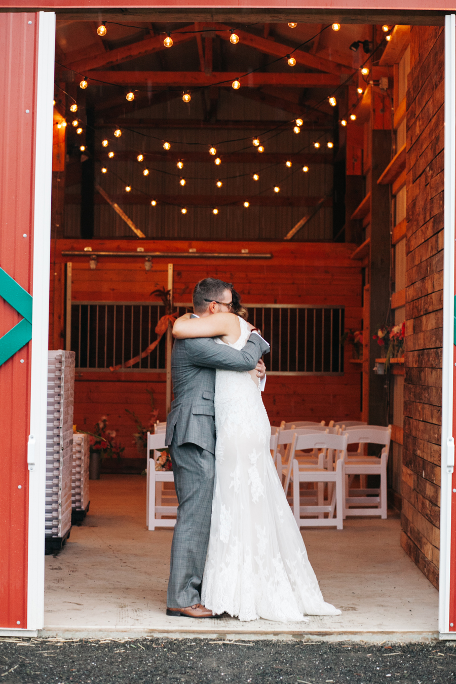 017-bellingham-wedding-photographer-katheryn-moran-photography-farm-kitchen.jpg