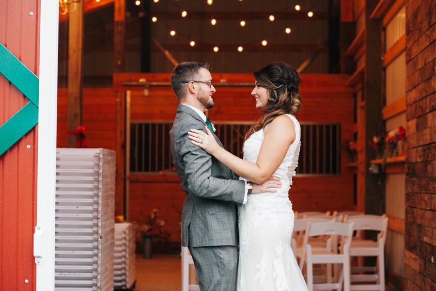 018-bellingham-wedding-photographer-katheryn-moran-photography-farm-kitchen.jpg