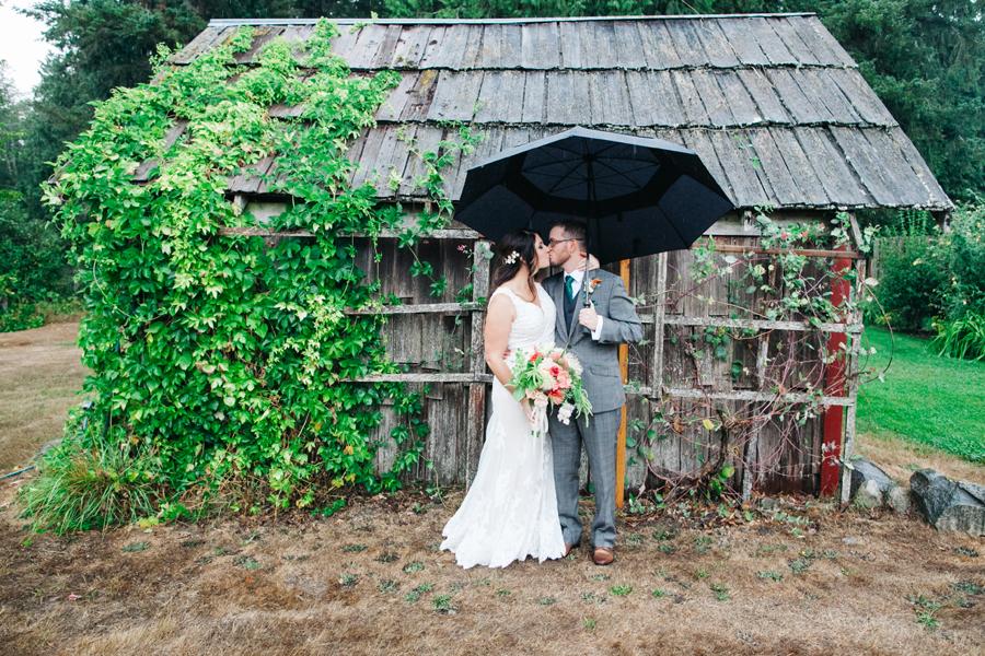 024-bellingham-wedding-photographer-katheryn-moran-photography-farm-kitchen.jpg