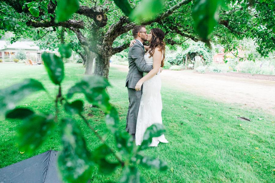 028-bellingham-wedding-photographer-katheryn-moran-photography-farm-kitchen.jpg