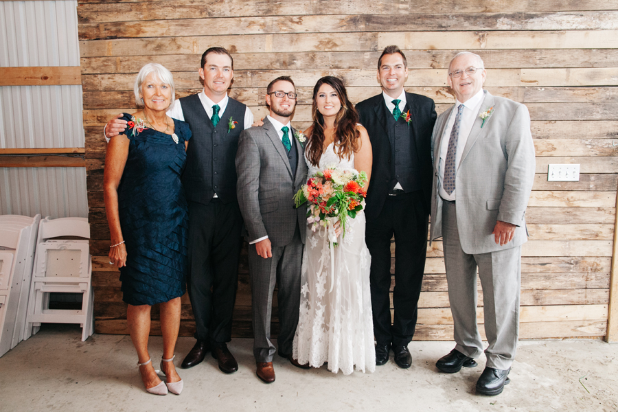 082-bellingham-wedding-photographer-katheryn-moran-photography-farm-kitchen.jpg