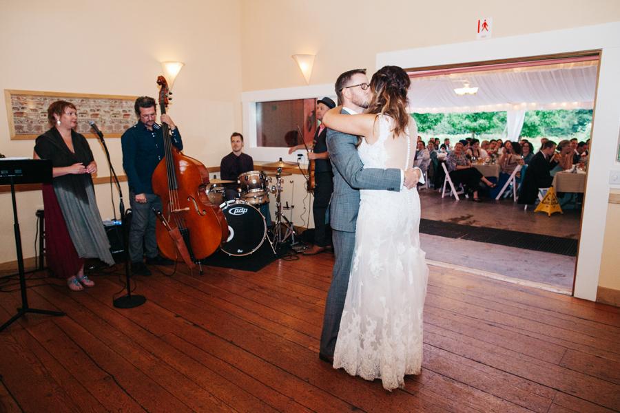 096-bellingham-wedding-photographer-katheryn-moran-photography-farm-kitchen.jpg