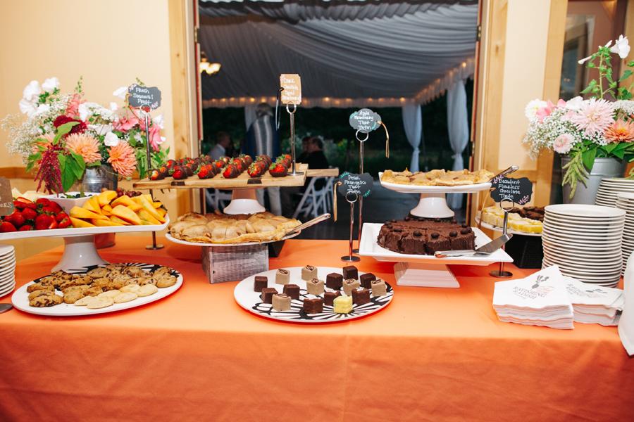 105-bellingham-wedding-photographer-katheryn-moran-photography-farm-kitchen.jpg