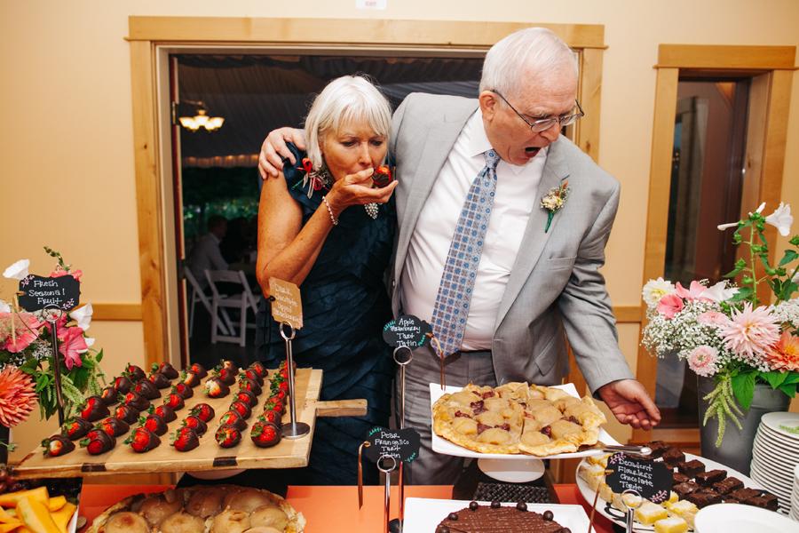 107-bellingham-wedding-photographer-katheryn-moran-photography-farm-kitchen.jpg