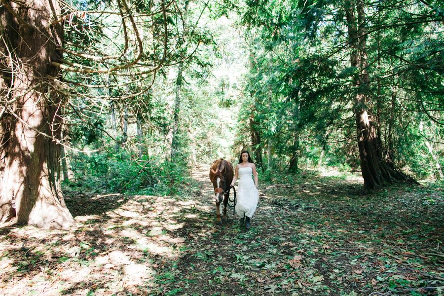 102-bellingham-wedding-photographer-everson-backyard-wedding.jpg