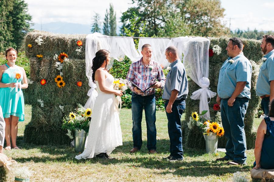 136-bellingham-wedding-photographer-everson-backyard-wedding.jpg