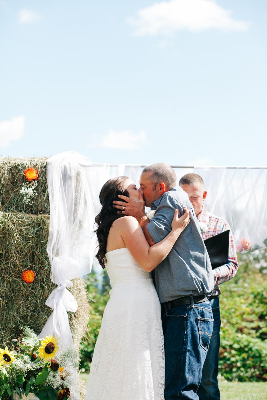 140-bellingham-wedding-photographer-everson-backyard-wedding.jpg