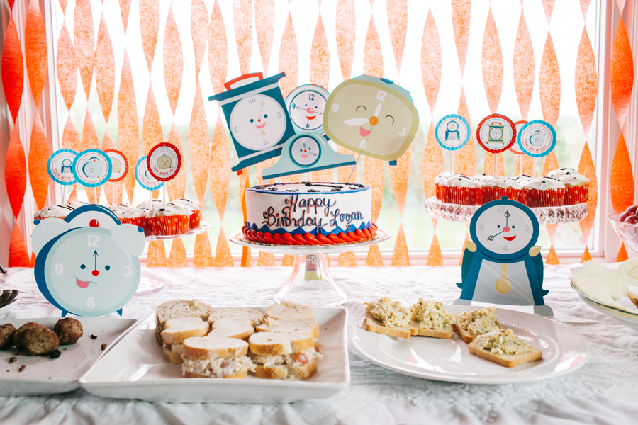 002-bellingham-family-photographer-clock-themed-two-year-old-party-katheryn-moran-photography.jpg