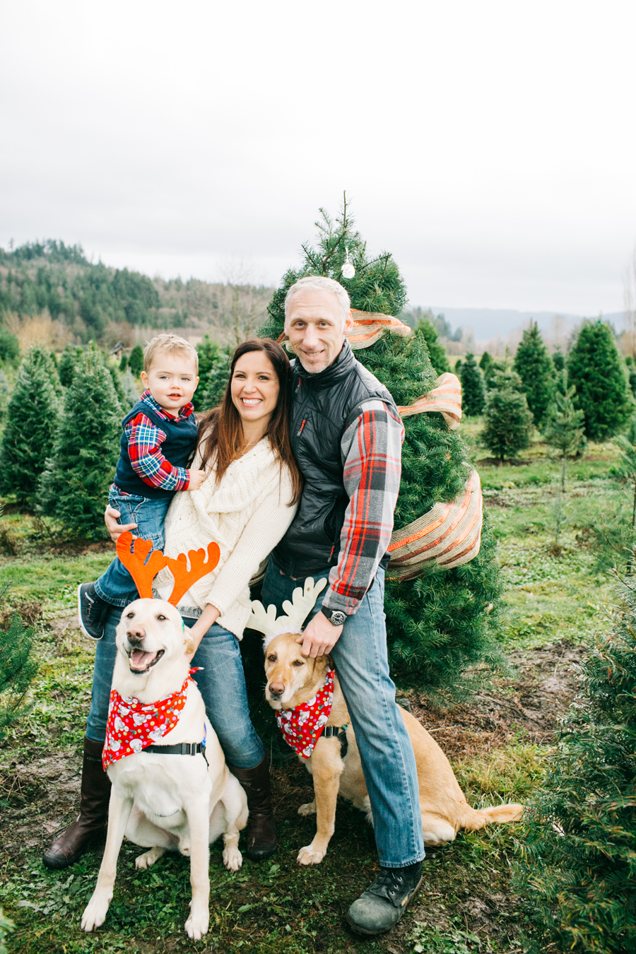 018-fullner-family-christmas-tree-farm-everson-washington-bellingham-family-photographer-katheryn-moran-photography.jpg